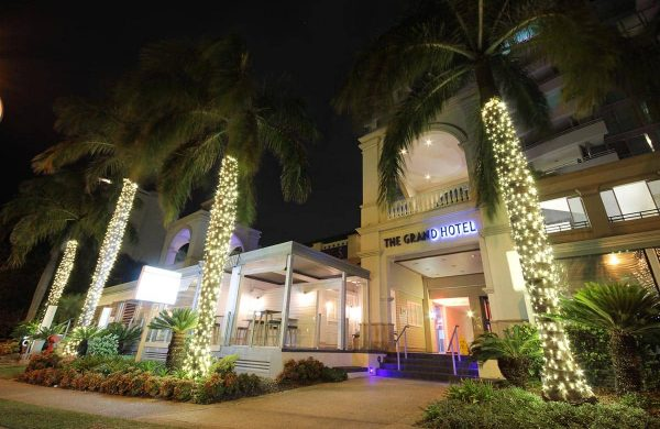 High-End-Fairy-Light-Palms---The-Grand-Hotel,-Labrador-(QLD)-(6)